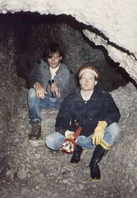 Manfred + Chris (caves3.jpg,10kB)